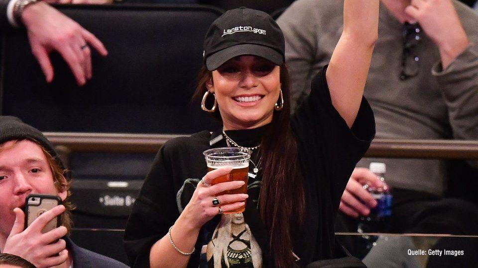 Vanessa Hudgens feuert NBA-Star an & lässt sich tätowieren