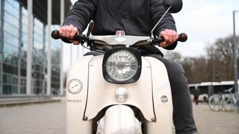Robust und retro: Schwalbe bleibt Kult bei jungen Fahrern