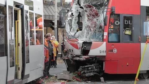 Köln: 20 Verletzte nach Frontalzusammenstoß von Straßenbahnen