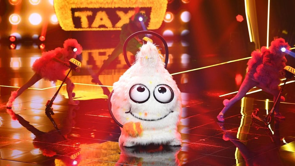Der Wuschel performt 'Blinding Lights' - The Masked Singer